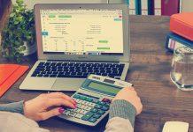 Outsourcing księgowości – dlaczego administrację lepiej zostawić specjalistom?