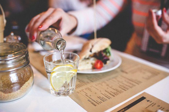 Soki, nektary, napoje owocowe – czyli co pić, żeby być zdrowym?